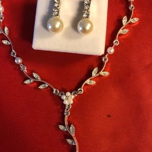 Avon Pearl and Rhinestone Earrings & Necklace set